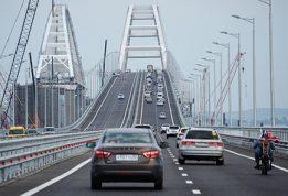 Крымский мост просел  на нескольких участках