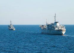 Два корабля ВМС Украины прошли под«Керченским мостом»