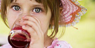 Сочная «бомба»:  фруктовые соки опаснее  конфет и пирожных