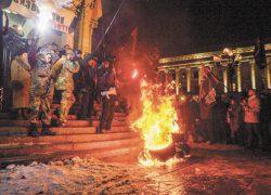 В Киеве опять жгли автошины и ругали власть