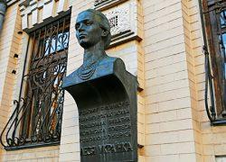 В столице похищен бронзовый бюст Леси Украинки