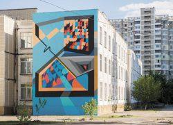 На стене киевской школы появился абстрактный мурал