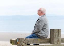 Пенсии с 1 мая опять  повысят на копейки
