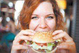 Столичный диетолог утверждает, что гамбургеры полезнее суши