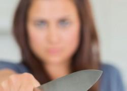 В Дарницком районе женщина ударила священника ножом