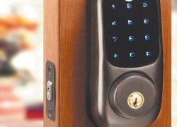 В мире повсеместно отказываются от механических дверних замков в пользу электронных